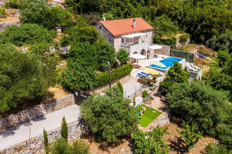 House Kočan-Four Bedroom Villa with Terrace and Swimming Pool, alquiler de vacaciones en Molunat