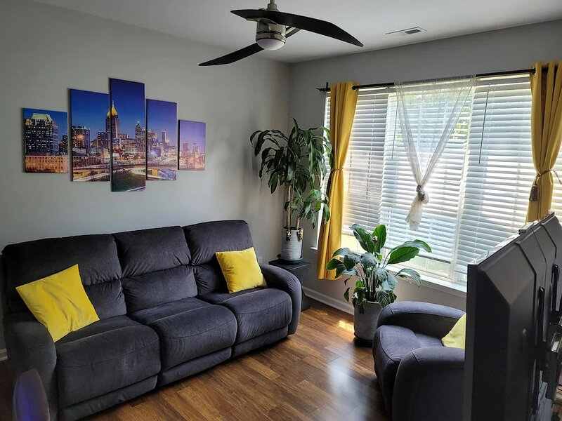 Modern, Stylish 3BR Townhome in Raleigh!, vacation rental in Raleigh