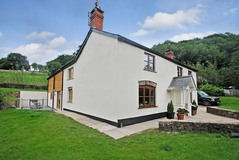 Exe Valley Farmhouse, Bampton, Devon, vacation rental in Huntsham