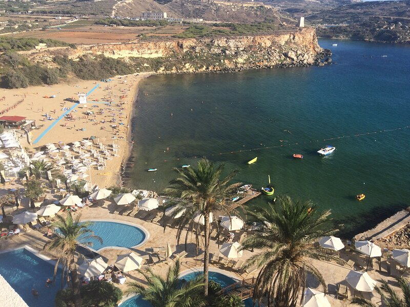0ne bed sea view apartment Golden Bay, Malta, alquiler vacacional en Cirkewwa