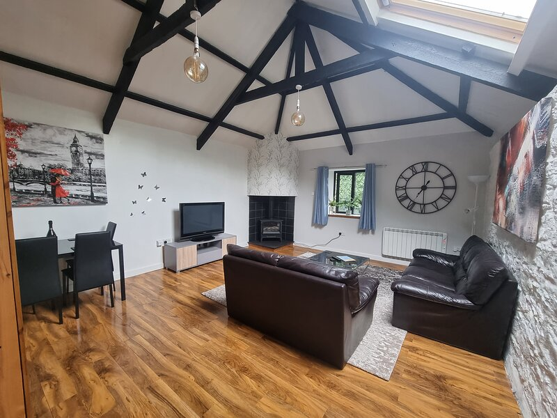 Beautiful 2-Bed Barn Conversion near Newquay, holiday rental in Talskiddy