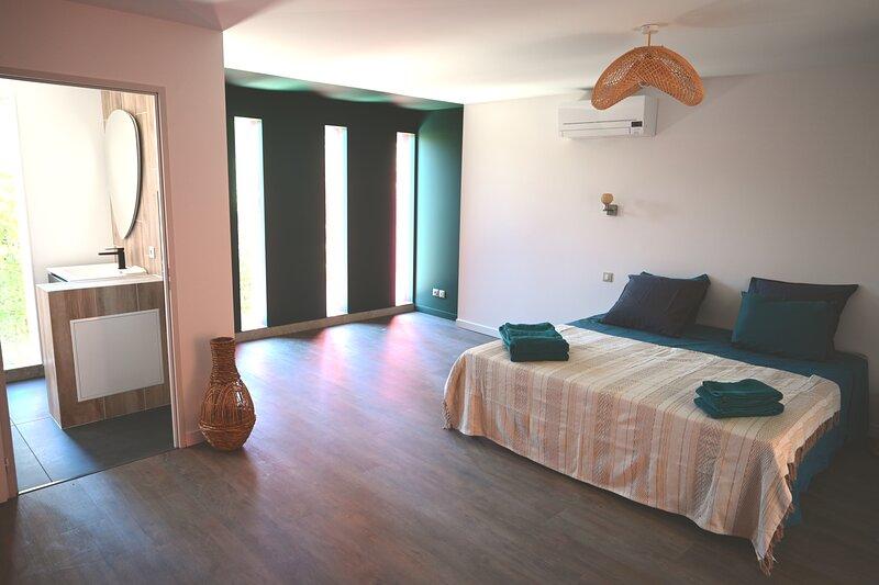 CHAMBRE D'HOTES VILLA MAGNOLIA,MOUREZE, holiday rental in Saint-Clement-de-Riviere