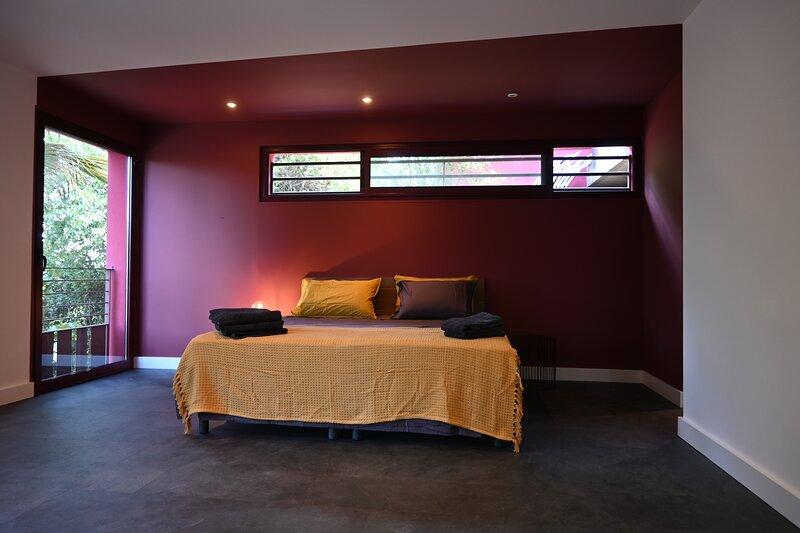 CHAMBRE D'HOTES VILLA MAGNOLIA  LA BUEGE, holiday rental in Saint-Clement-de-Riviere