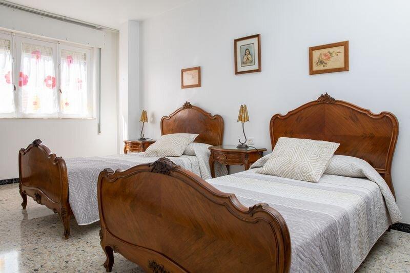 Piso 3 habitaciones circunvalación, holiday rental in Granxa