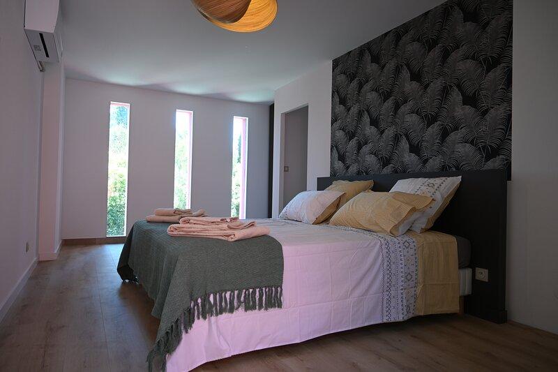 CHAMBRE D'HOTES VILLA MAGNOLIA  PIC SAINT LOUP, holiday rental in Saint-Clement-de-Riviere