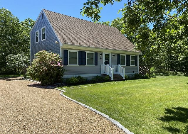 Beautiful Home with Central Air Conditioning Located by Long Point Beach, holiday rental in West Tisbury