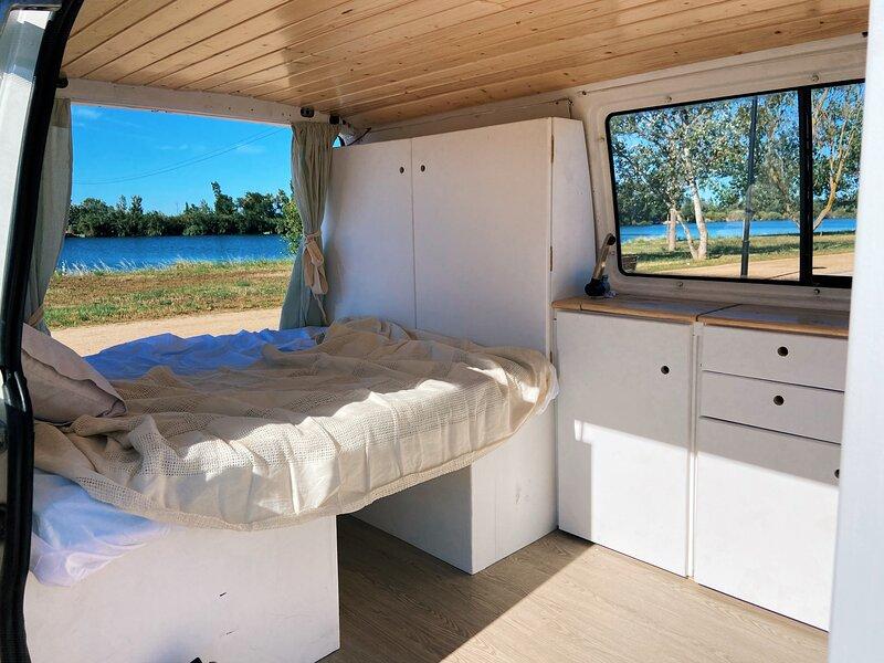 Alquila una furgoneta camper van en Barcelona, casa sobre ruedas, location de vacances à Castellfollit del Boix