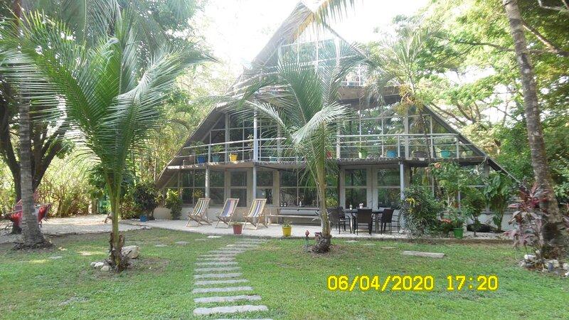 Casa triángulo 5 dormitorios, vacation rental in Punta Islita
