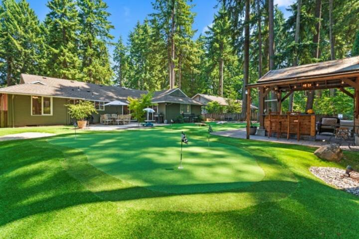 Phenomenal Single Level Home Featuring Incredible Outdoor Golf Option w/ Gazebo,, location de vacances à Tualatin