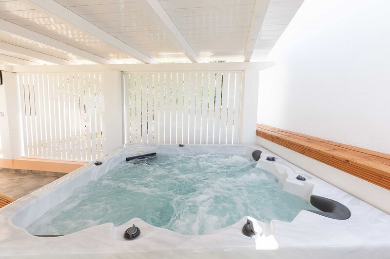 Holiday home with Jacuzzi Sestrunj, vacation rental in Brbinj