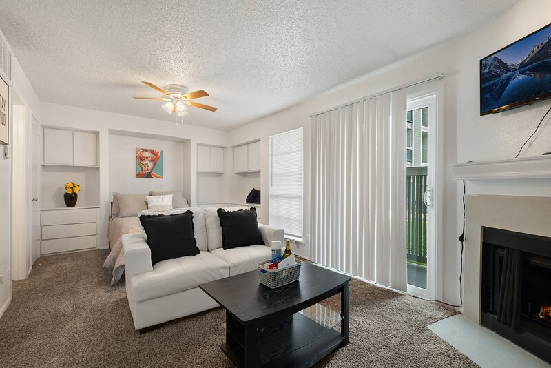 Cozy Studio less than 10 minutes from Spa Castle, holiday rental in Carrollton
