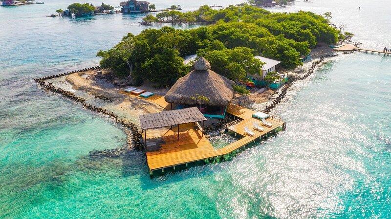 Car086 - Private island with 4 chalets in Islas del Rosario, location de vacances à Isla Grande
