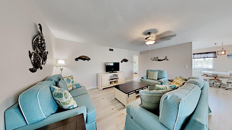 Redington Surf Resort 14 2BR, holiday rental in North Redington Beach
