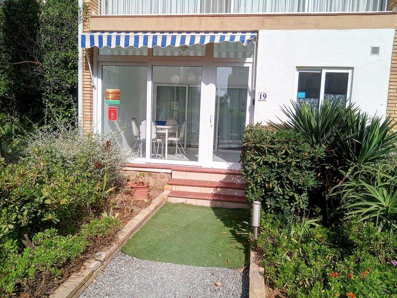 Albir Beach-side Apartment, holiday comfort, vacation rental in L'Alfas del Pi