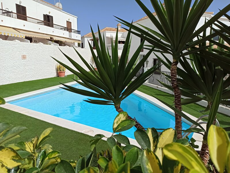 Casa La Isla 5 - privates Ferienhaus mit Pool in Teneriffas sonnigem Süden, holiday rental in Chayofa