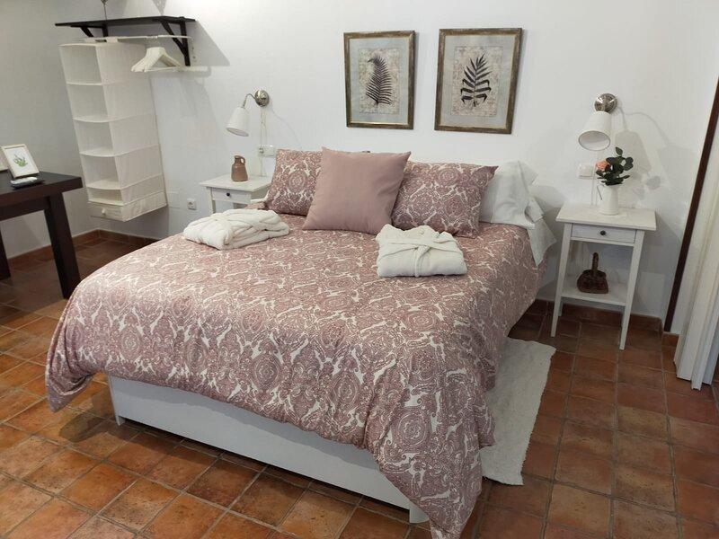 COMODO Y AMPLIO APARTAMENTO A 7 KM DE EL CAMINITO DEL REY Y WIFI GRATIS, holiday rental in Teba
