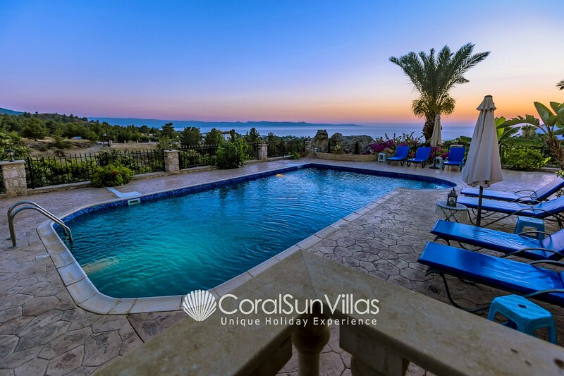 Villa Away-From-It-All,Rural,Secluded,Romantic,Wedding,Sleeps 10 ASK for 10% off, holiday rental in Nea Dimmata