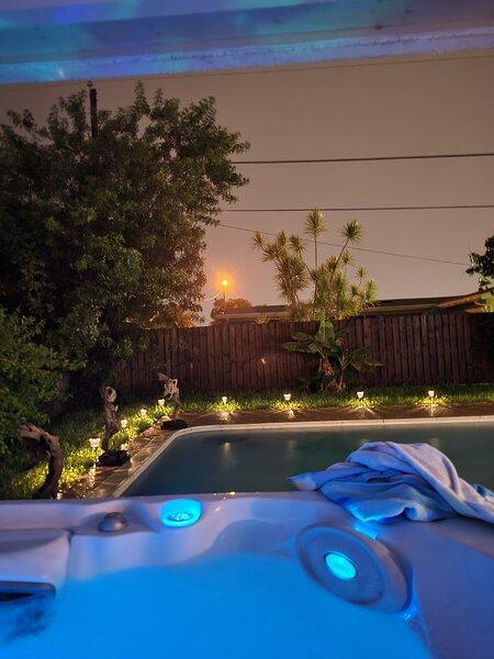 Charming, Modern 5-Star Getaway Vacation Rental, vacation rental in Plantation