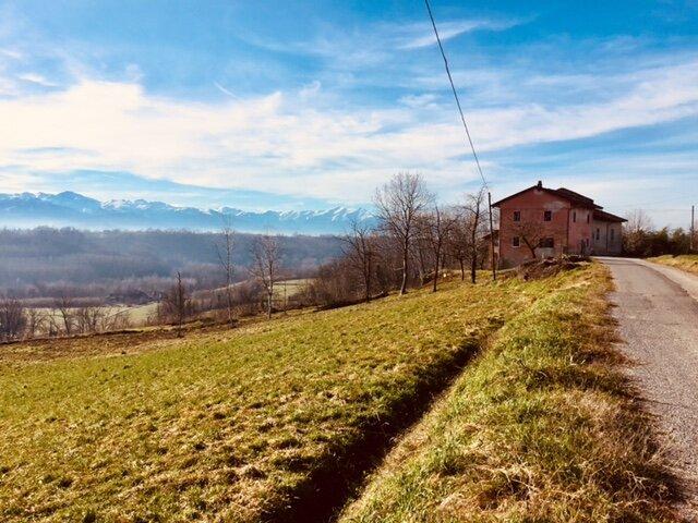 La Gallina Spiritosa - appartamenti rustici di charme con vista Langhe, casa vacanza a Trinità