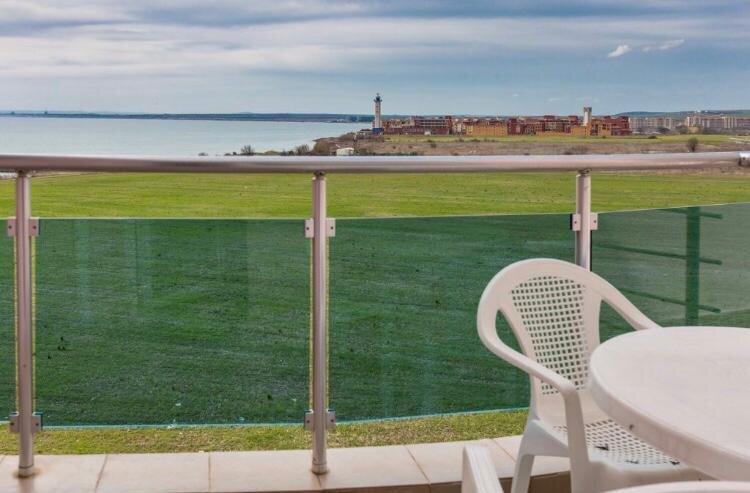 1-Bed modern Sea View Apartment in Aparthotel, casa vacanza a Ravda
