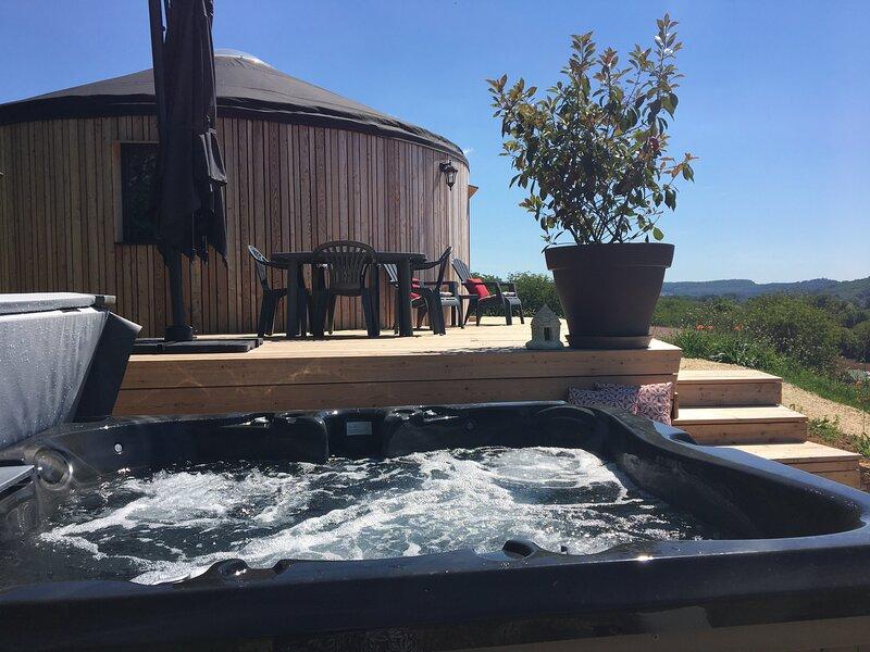 L'Insolite de charme avec Spa et Panorama vue châteaux (proche de Sarlat), vacation rental in Saint-Vincent-de-Cosse