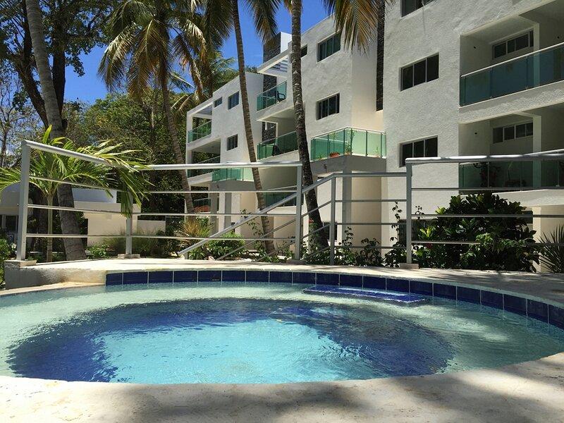 1BD top-floor condo in Perla Marina, 5-minute walk to the beach/restaurant/spa, holiday rental in Perla Marina