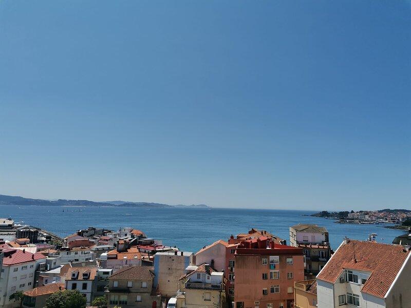 Ático con vistas al mar, terraza y garaje en el centro de Sanxenxo, vacation rental in Sanxenxo