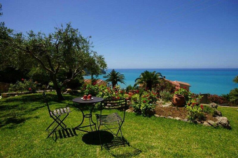 Natalia Apartment A with panoramic sea views of Agios Gordios bay, holiday rental in Ano Garouna