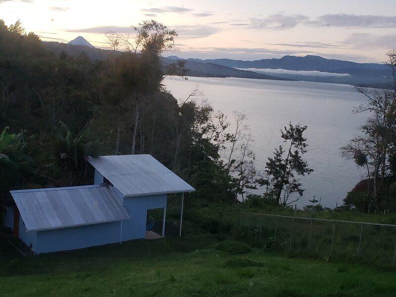 La Casita Del Lago Nuevo Arenal, alquiler de vacaciones en Aguacate