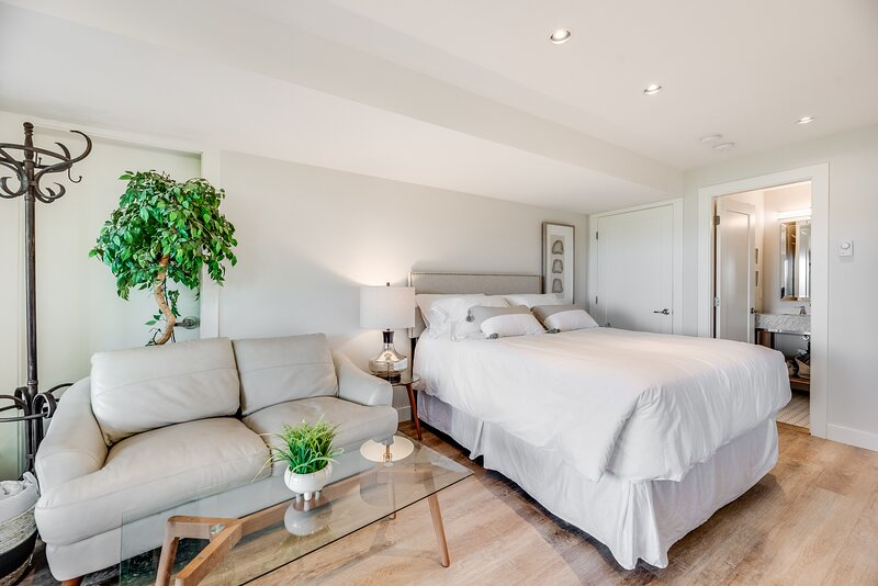 Sea-esta Suite with Ocean Views in Brentwood Bay, vacation rental in Central Saanich