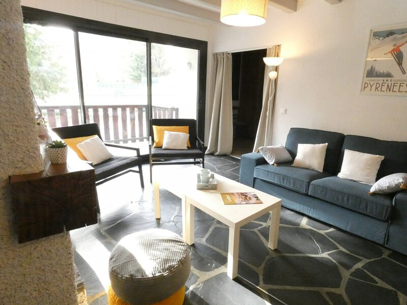Superbe Appartement dans résidence tranquille, holiday rental in Azet