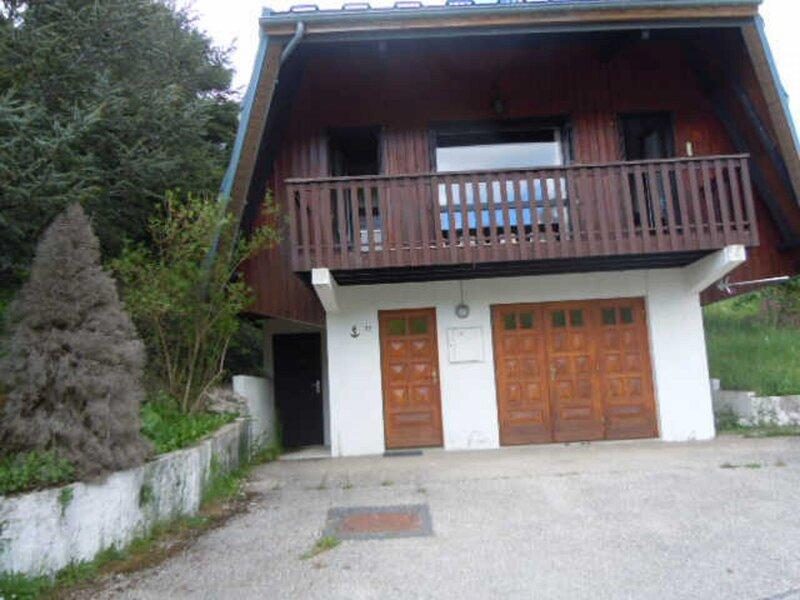 Très belle vue sur la chaine  de Montagne, holiday rental in Choranche