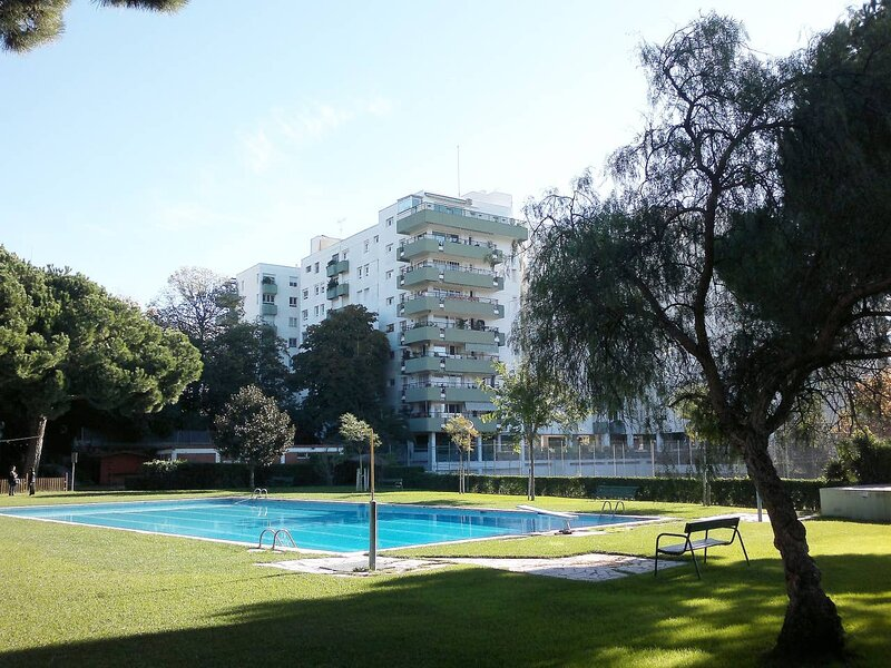 Nice apartment in resort Bell Resguard with 2 swimmingpool and tennis yard, aluguéis de temporada em Premia de Mar