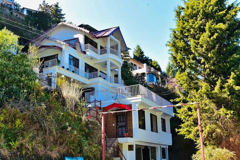 White Cottage by Incrediblestays, aluguéis de temporada em Bhowali