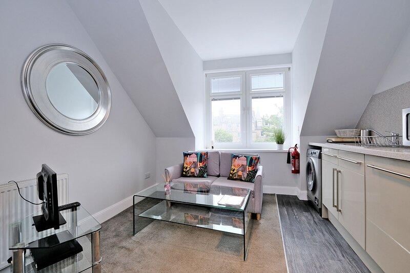 Central and Cozy Top Floor Aberdeen Flat, casa vacanza a Aberdeen