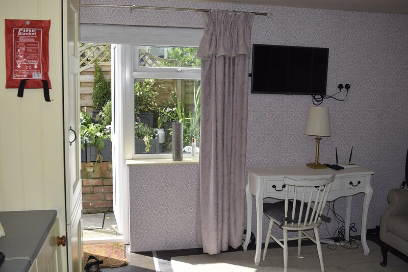 Cosy self-contained studio flat in Bristol, holiday rental in Keynsham