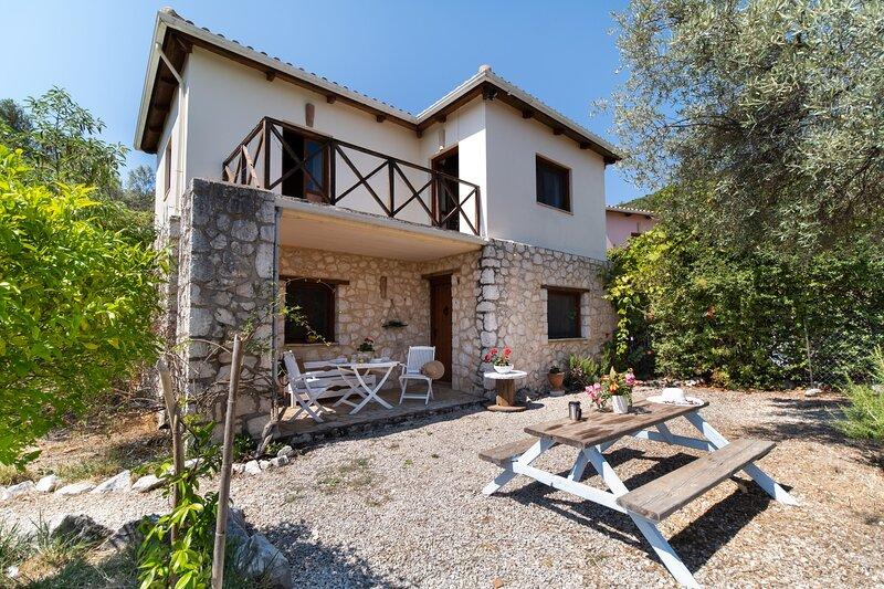 Jasmine Cottage Lefkada, a friendly detached country house with calming views, location de vacances à Spartochori