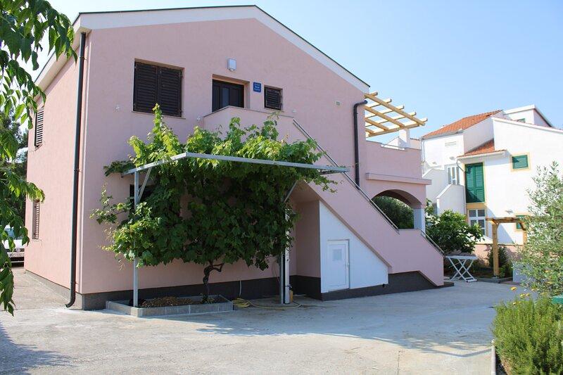 Apartmani Paveli, holiday rental in Nin