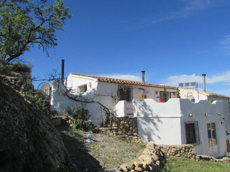 Rural Cortijo in rural Almeria Province 3 beds and 2 baths sleeps 6, holiday rental in Bacares