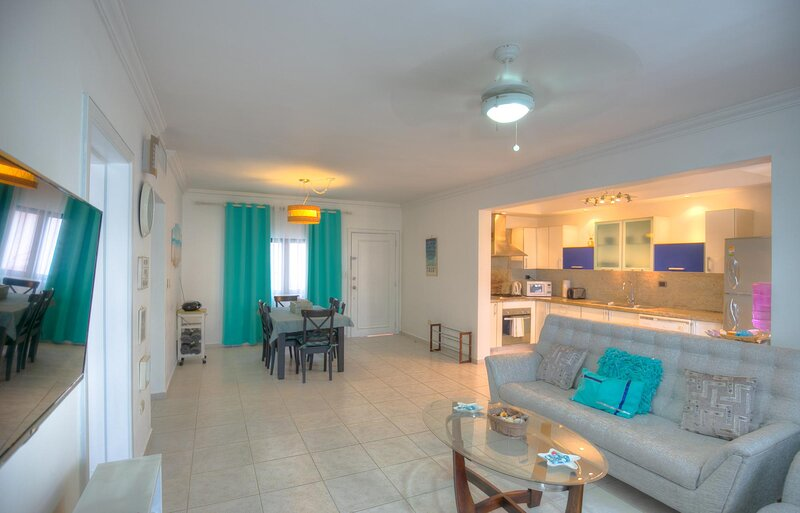Dapper Beachfront 2 Bedroom Apartment - D201, alquiler de vacaciones en Bávaro