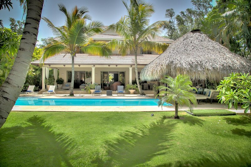 Newly renovated and glamorous Villa with private pool in Puntacana Resort & Club, holiday rental in Cap Cana