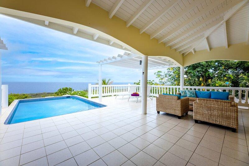 ☀️ Enjoy Caribbean Sunset from your Sun Terrace & Pool ☀️, location de vacances à Sint Willibrordus