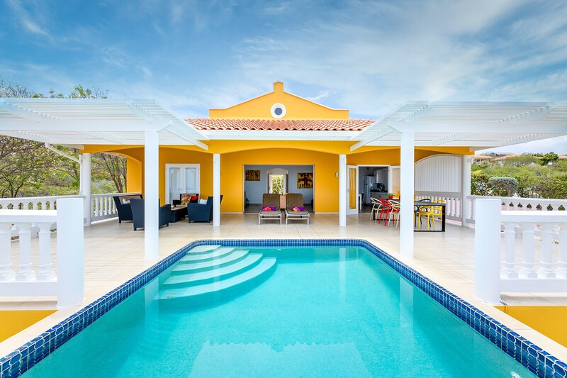 Perfect Villa at Famous Coral Estate - 5 min to the Beach, location de vacances à Sint Willibrordus