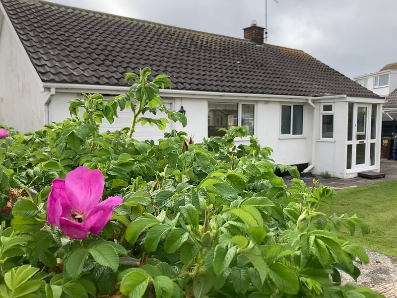 Cosy Seaside Holiday Cottage in Fairbourne, holiday rental in Fairbourne