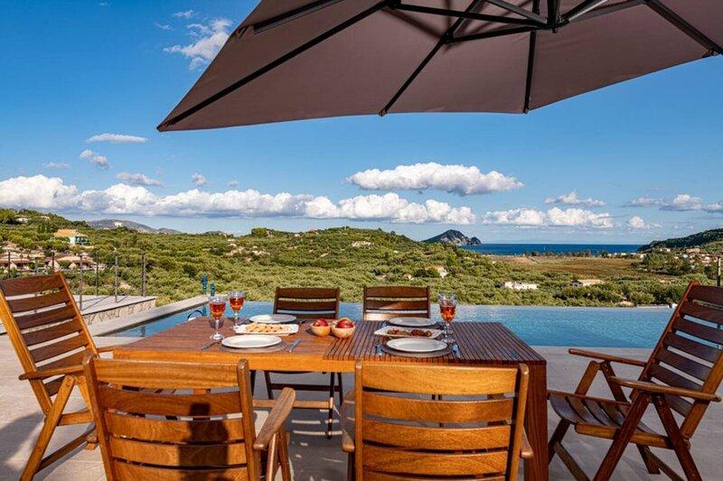 Amazing view Villa in a peaceful spot in Zakynthos, location de vacances à Keri Village