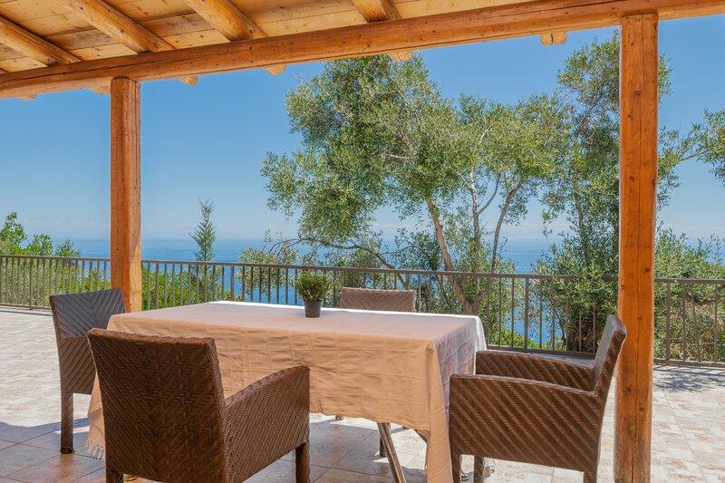 Armonia - 2 Bedroom Ground Floor Apartment with Sea View - Armyra Villas, holiday rental in Skinaria