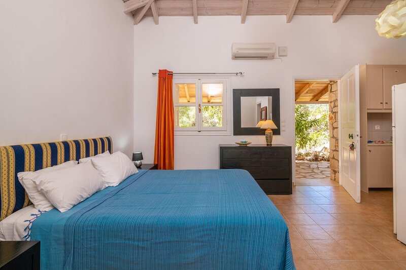 Olivo Studio with Garden View, holiday rental in Skinaria