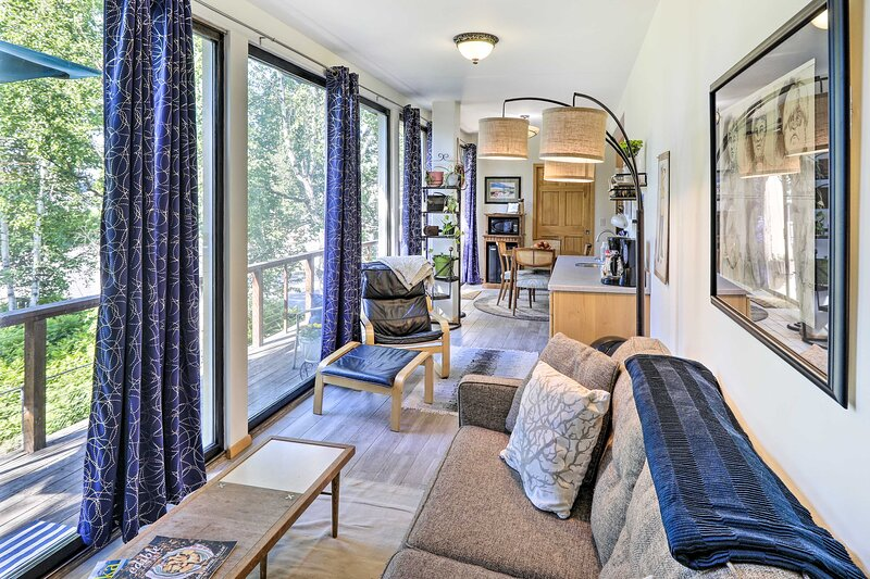 Eclectic Fairbanks Studio: Walk to Downtown!, holiday rental in Fairbanks