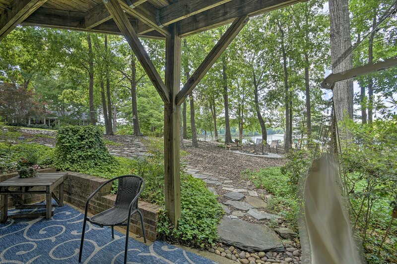 NEW! Cozy & Serene High Point Apt w/ Lake Access!, holiday rental in Southmont