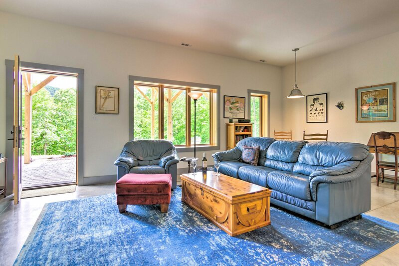 NEW! Mountain-Top Apartment with On-Site Hiking!, holiday rental in Ridgecrest